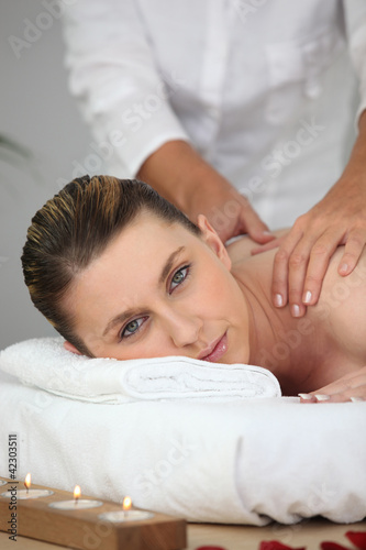 Soothing shoulder massage