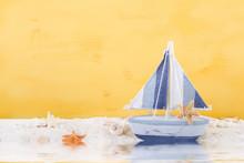 Décoration maritime en jaune, blanc et bleu