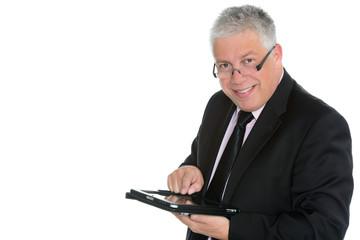 grauhaariger geschäftsmann mit touchpad