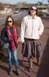 mère et fille dans la rue