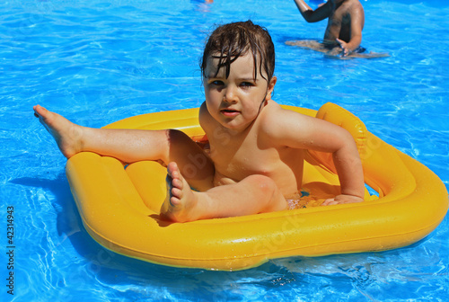 kid in water park