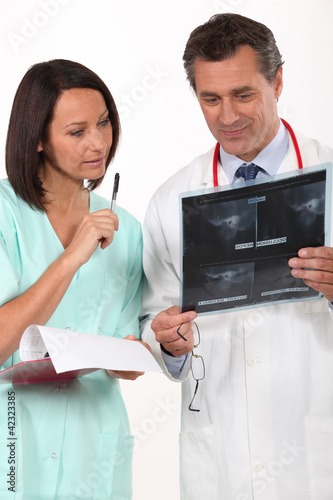 Doctor asking nurse for second opinion