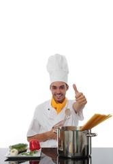 Koch vor Kochtopf mit Daumen hoch