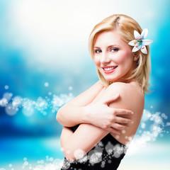 wunderschöne blonde Frau