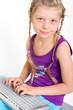 Mädchen an der Tastatur