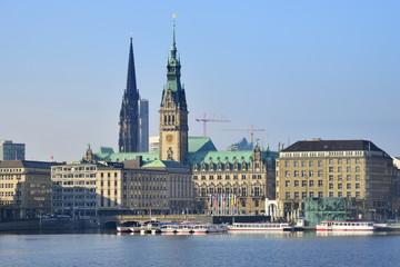 Hamburger Binnenalster mit Rathaus