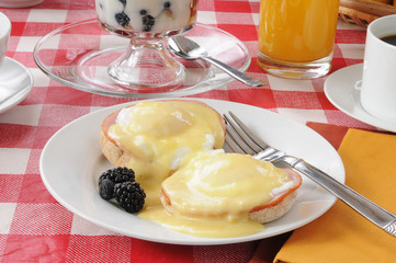 Eggs benedict with fruit cocktail