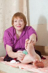 woman caring for the nails on your feet