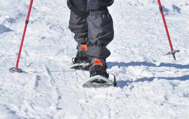 randonneur en raquettes à neige