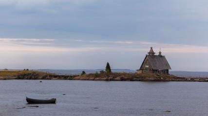 Церковь на берегу моря