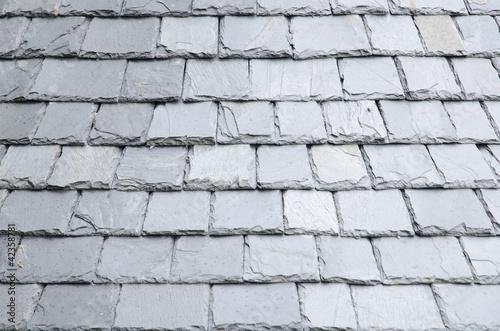 Natural slates roof - 42358781
