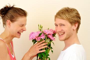 Liebespaar mit Blumen