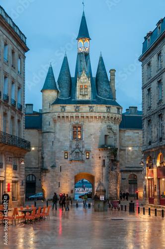 La porte Cailhau à Bordeaux le soir, Gironde, Nouvelle-Aquitaine en France