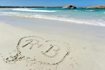 Liebesherz in den Sand gemalt