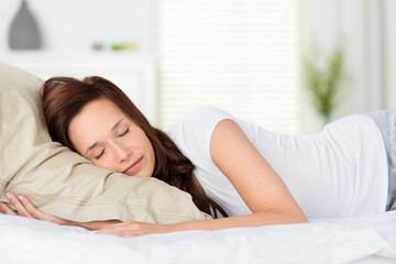 attraktive frau schläft