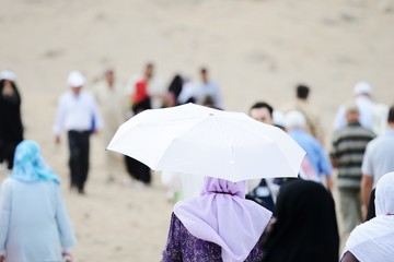 Pilgrims at jabal Arafat walking