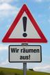 Achtung-Schild WIR RÄUMEN AUS!