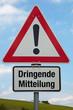 Achtung-Schild DRINGENDE MITTEILUNG