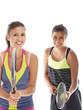 mädchen beim tennis aufschlag