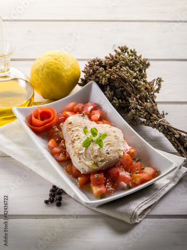 grilled tuna with tomatoes salad