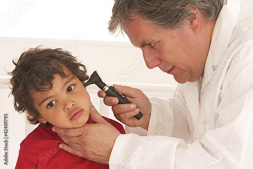Garçonnet - Examen de l'oreille