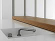 dettaglio di rubinetto retrattile nella  cucina moderna