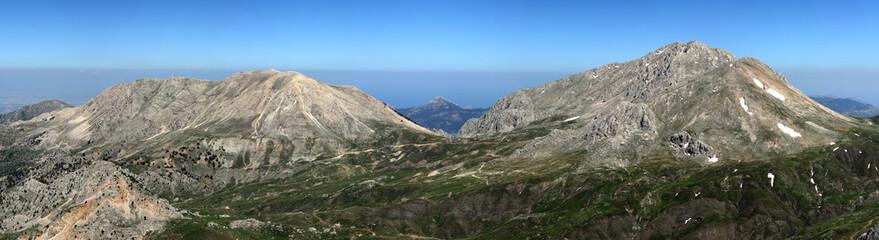 Sky and mountain ()panoramic