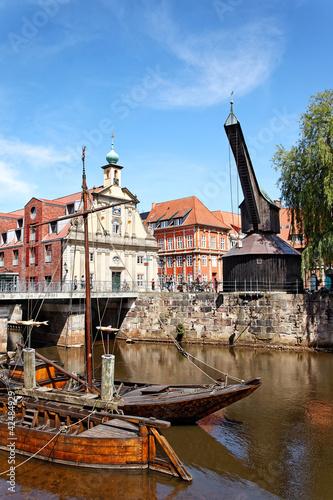 Leinwanddruck Bild Alter Hafen und Kran in Lüneburg, Deutschland