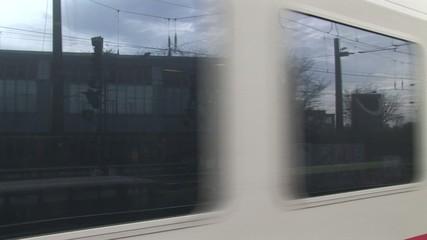 Deutsche Bahn Zug fährt mit Ton