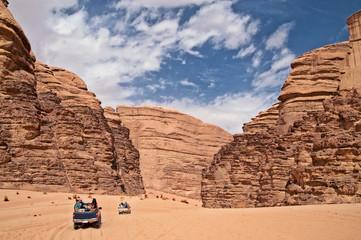 fuoristrada nel deserto del  Wadi Rum