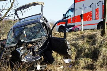 Autowrack und Rettungswagen
