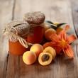 Aprikosenmarmelade mit Deko