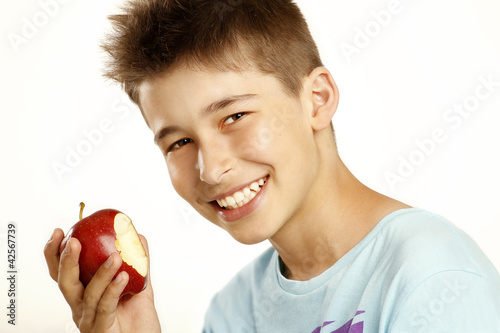 boy eat apple