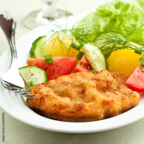 Wiener Schnitzel with potatoes and fresh vegetables