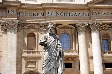 Rom Petrus mit Schlüssel vor dem Petersdom