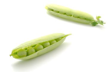 2本のエンドウ豆のさや