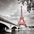 Leinwanddruck Bild - Eiffel tower monochrome selective colorization