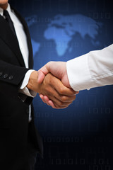 Handshake vor Weltkarte