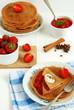 Korzenne naleśniki (pancakes) z truskawkami
