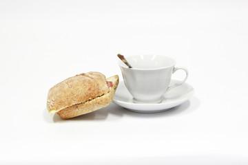 Filiżanka kawy oraz kanapka