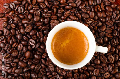 Fotobehang Cafe cup of coffee on coffee kernels