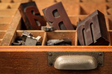 Setzkasten mit Holzbuchstaben, hot type