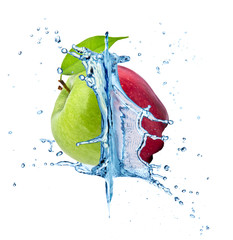 Red and green apple in water splash