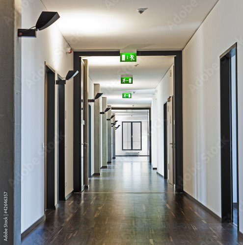 Leinwandbild Motiv Flur Emergency Exit