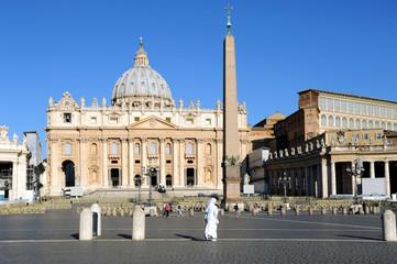 Rom Petersdom mit Nonne