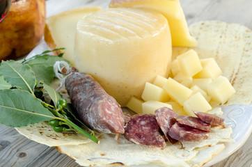 Pecorino sardo e salsiccia