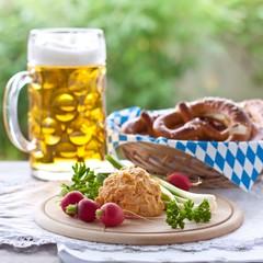 Obatzda mit Brezel und Bier