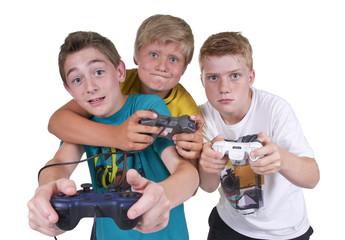 Teens beim Computerspielen