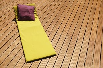 détente sur une terrasse en bois 7