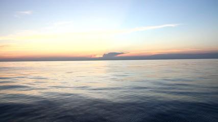 Tramonto in alto mare